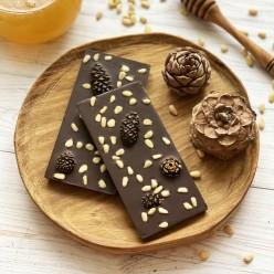 Домашний шоколад на меду с сосновыми шишками и кедровым орехом. Горький, 72% какао.