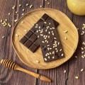 Домашний шоколад на меду с кедровым орехом и клюквой. Горький, 72% какао