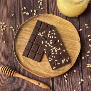 Домашний шоколад на меду с кедровым орехом и клюквой. Молочный, 50% какао