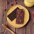 Домашний шоколад на меду с ягодами малины. Горький, 72% какао